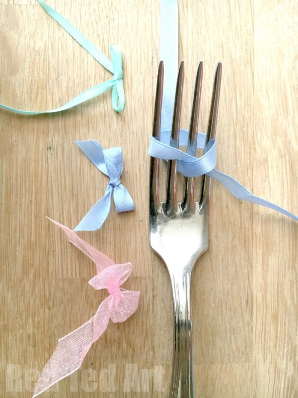 How to make a ribbon Bow with a Fork - a quick and easy craft basic tutorial - and oh so satisfying #diybows #bows #howtomakeabow #perfectbow