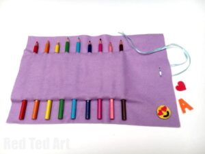 No Sew Pencil Roll Up - no sew too! This is a super easy pencil case DIY, that can be used for make up brushes or crochet hooks too! Love that it is no sew and easily customisable