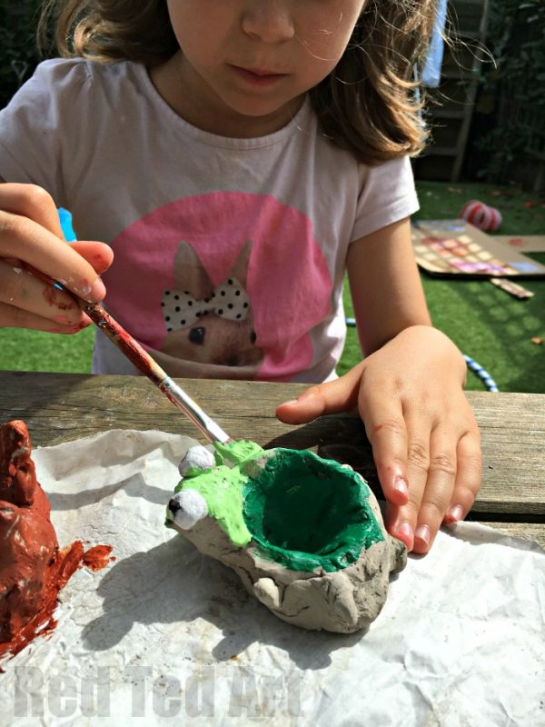 how to make easy clay pinch pots - a great beginner's clay project!