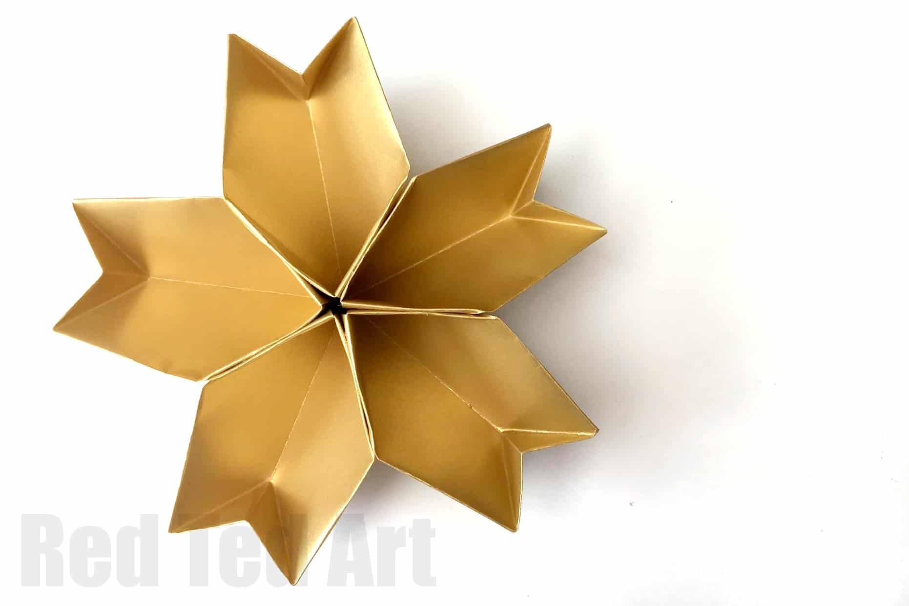 Easy Origami Paper Bowl. A great Christmas Party Decoration. Use as part f your table decor (actually would be great for New Year's Eve Decor too!). Love these Paper Star Bowls! And an easy origami DIY too! 3D Paper Star Bowl