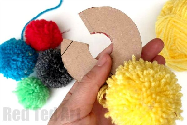 how-to-make-a-cardboard-pom-pom-maker