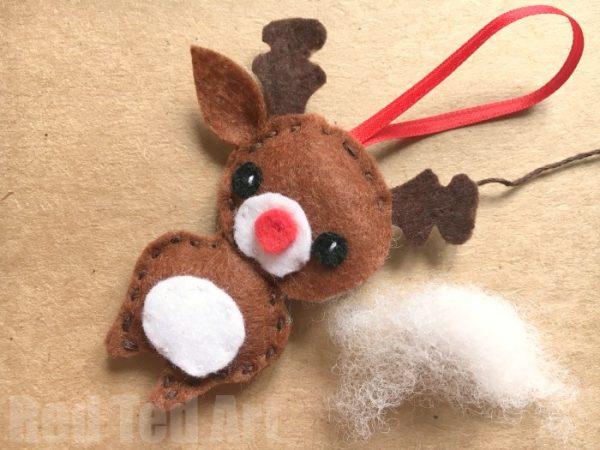 felt-rudolph-ornament