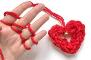 Finger knitting heart