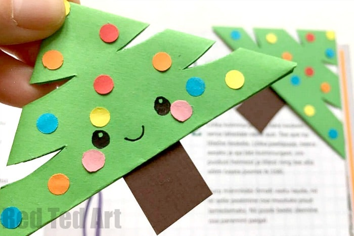 Adorable little Paper Christmas Tree Bookmark Design. What happy Christmas Reading! Love love!!! We love DIY Bookmarks and here is a great of Christmas designs!