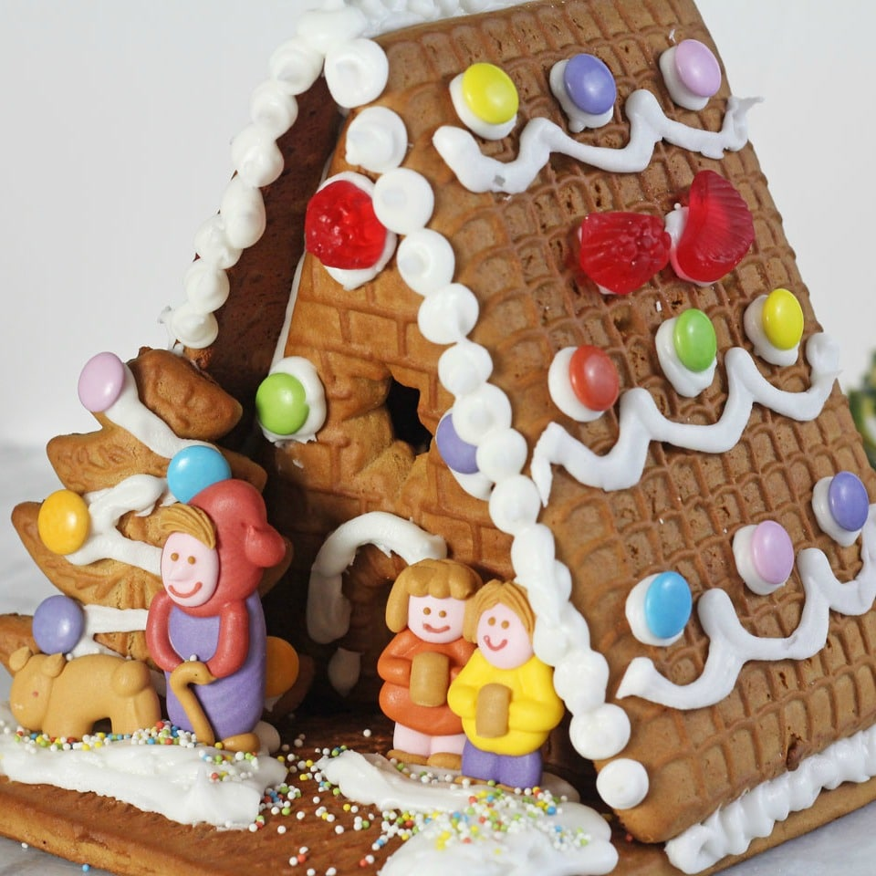 gingerbread-house_fb_square2