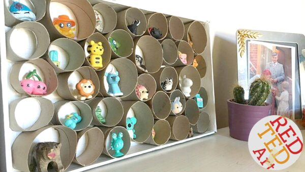 Toilet Paper Roll Display Case. Toilet Paper Roll DIT Trinket Display, Toilet Paper Roll Room Organiser. Toilet Paper Roll Organizer. #toiletpaperoll #toiletrolls #organizers #roomtidy #trinkets