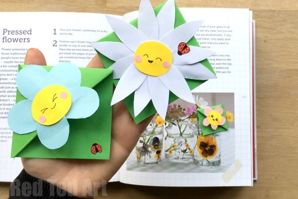 "Easy Flower Bookmark Corner - Super cute and easy flower corner bookmark, perfect for Mother's Day, as a Teacher's Gift or simply for Spring or ""because you love flowers"" Love love love. Easy to make and oh so cute. Check out this darling flower bookmark diy today!"