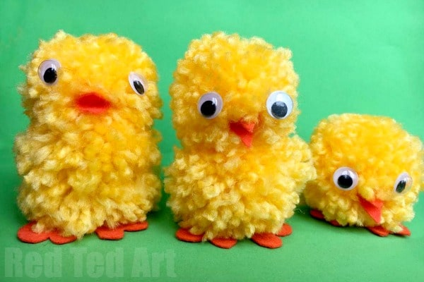 How to make Pom Pom Chicks using your fingers. A super simple and fun method. And my are these easy pom pom chicks cute!!!
