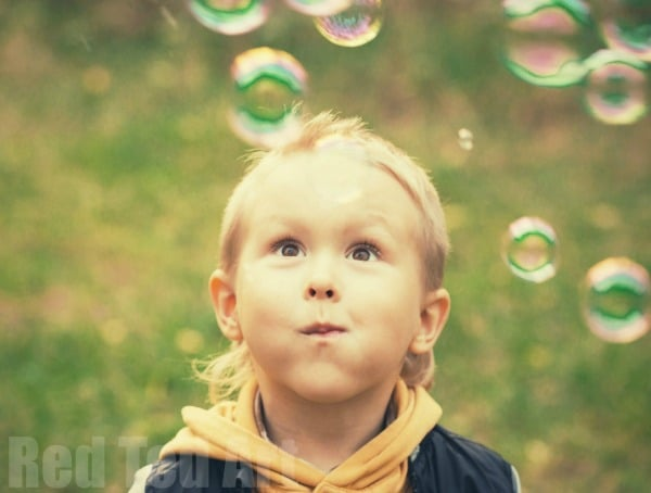 Bubble Activities for Toddlers - bubble activities for preschoolers. Let's have fun with bubbles.