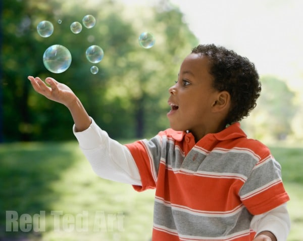 Bubble Activities for Toddlers - time for some fun with bubblesa nd some great bubble activities for preschoolers