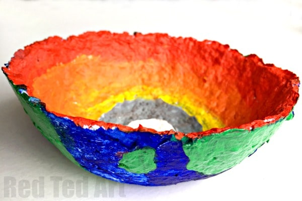 Layers of the Earth Bowls - Science Fair Project - A fabulous RECYCLED project for Earth Day or any Science Fair Project. Explore the basic Solar System - Sun, Earth and Moon, with this fun Art come Science projects - includes information about the earth's core layers. Makes for beautiful bowls. A perfect gift for Science Teachers or science nerds too! Love. So pretty.