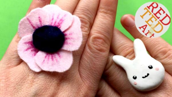 Easy Felt Flower DIY - turn this adorable Felt Flower into a DIY statement ring. Great jewellery DIY for tweens and teens. This Easy Felt Flower DIY, would also make a great hair accessory, brooch or look fabulous on a greeting card.. one Felt Flower DIY, so many uses!