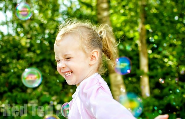 Bubble Activities for Toddlers - here are some great Bubble Games to play with young children. Helping them learn and play at the same time. Who doesn't love BUBBLES. Check out these great Bubble Activities for Toddlers! Fun with bubbles