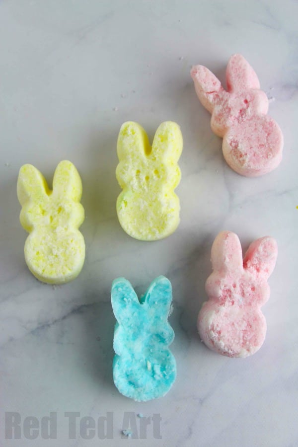 "Easter Bath Bomb Recipe - adorable Peeps Bath Bombs - a great Easter Bath Bomb Recipe to make with or for the kids. Love this as an alternative ""no Treat Easter Gift"" for big and small. Make them as Bunny Peeps or Chick Peeps or whatever Easter shape you fancy. Great easy bath bombs recipe"