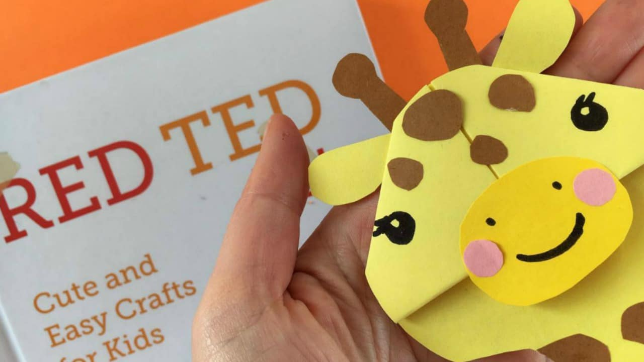 Easy giraffe bookmark corner red ted art 39 s blog for Easy things to make out of paper for kids