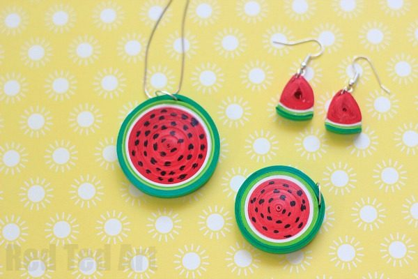 Quilled Watermelon Pendant - summer fun with Paper Quilling. Make this super easy paper watermelon DIY. Isn't it adorable? Such cheap and cheerful Summer Jewelry DIY fun!