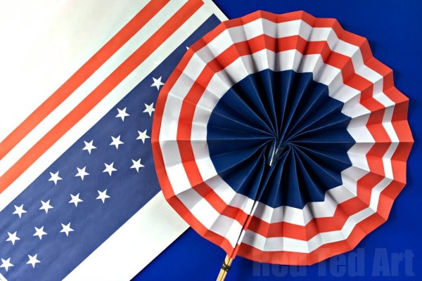 4th of July DIY Paper Fans Template - Summer Paper Crafts! Gorgeous quick and easy. Make these Paper Fans and use them as DIY Paper Hand Fans or make a whole set of them an use them a Independence Day Rosette Decorations. Learn to make them from scratch or print off our handy printable. Love free 4th of July Templates!
