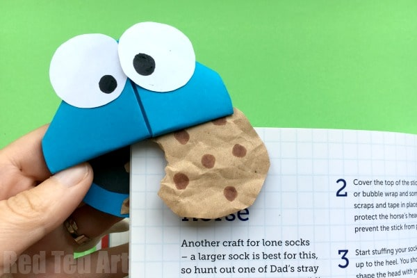 Easy Cookie Monster Bookmark Corner