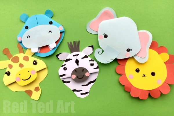 Safari Animal Bookmarks - if you love wild animals.. you will LOVE these Safari Animal Corner Bookmarks. We took 5 of the best African Animals - Lion, Zebra, Elephant, Hippo and Giraffe and turned them into adorable Corner Bookmarks. So if you are looking for easy Bookmark Ideas that are animal themed, take a look!