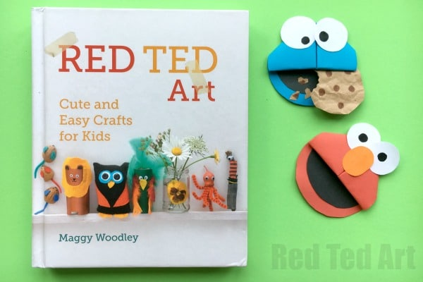 Fabulous Sesame Street Craft! How cute are these Cookie Monster and Elmo Bookmarks?!