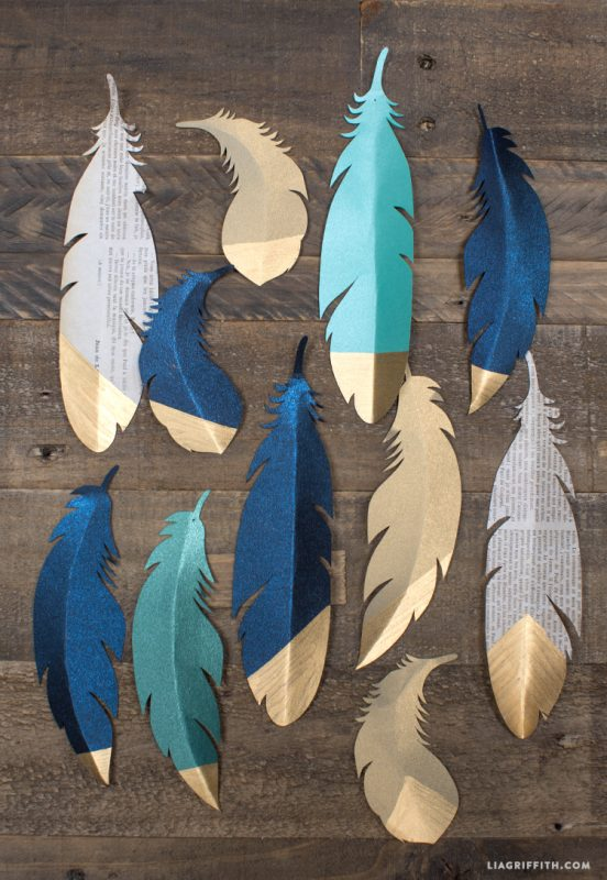 Easy Christmas Bookmark Idea - gold dipped paper feather craft for Christmas