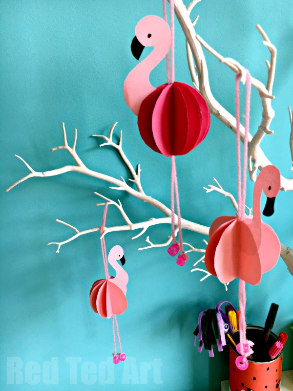Easy Paper Flamingo Decor DIY - Summer Room Decor. Such cute little paper decorations for