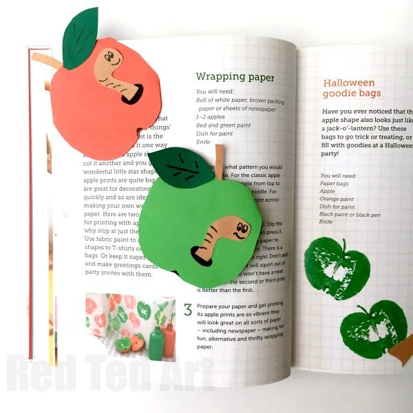 Apple Bookmark Corner - Super easy Paper Apple Bookmark Corner DIY. These bookmarks make super fun little Teacher's Gifts for Back to School. Great gift idea for bookworms too! #Bookmarks #Teachers #Backtoschool #Bookworm #Apple