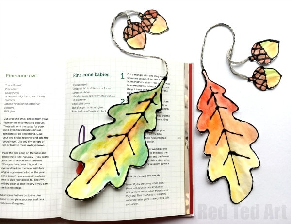 Watercolour Leaf Bookmarks - these leaf bookmarks look fabulous and are easy to make. Use our free oak leaf printables to make these black glue and watercolour leaves and turn them into fabulous watercolour leaf bookmarks for Autumn. Such a beautiful Autumn craft. Love leaf DIYs.