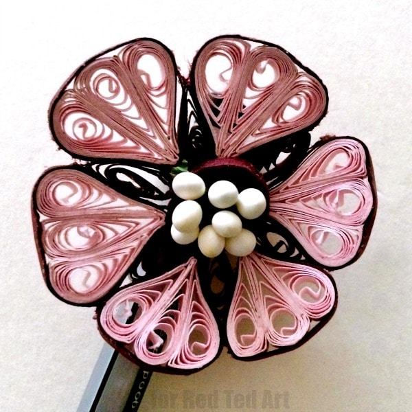 Flower Quilled Pencil Toppers - lovely teacher's gift or Mother's Day Gift - learn how to make these gorgeous Paper Quilled Flower Pencil Toppers