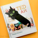 Hug a Book Toothless Bookmark DIY