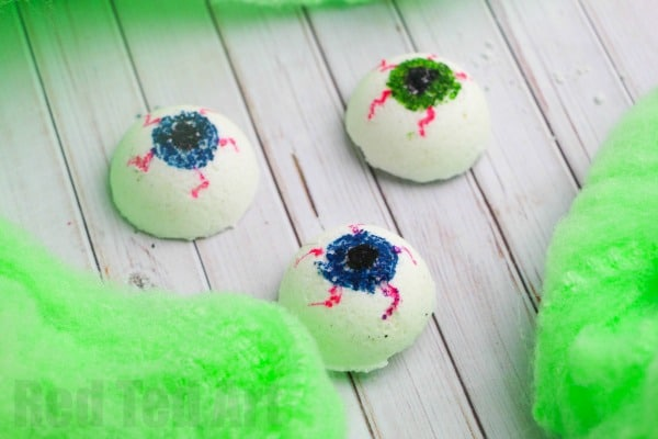 Halloween Bath Bombs DIY - Want a non candy Halloween treat? How about one of these ghoulishly horrid EYEBALL Bath Bombs? Super fun!