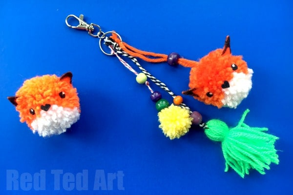 Super cute and easy Pom Pom Fox DIY. If you love pom poms and you love foxes.. then this Fox Pom Pom DIY is for you. They make great diy pom pom charms!