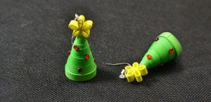 Paper Quilled Christmas Trees - have fun with paper!! How cute are these PAPER Christmas Tree DIYs? Simple adorable... #Christmastrees #quilling #paperquilling #paper #trees