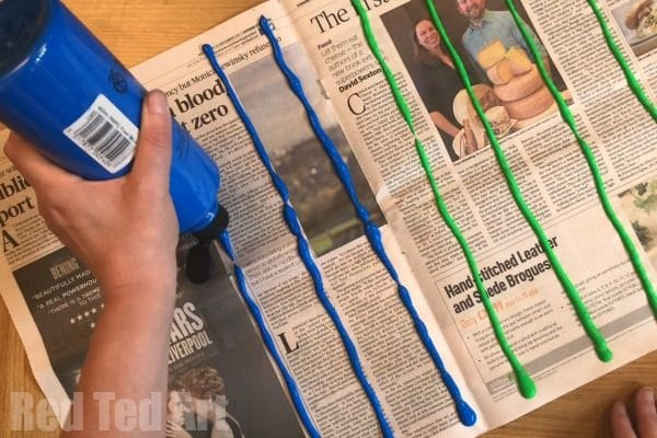 How to Make Paper Straws - make your own straws for crafting this season. Great for the environment, inexpensive and lots of fun! Love upcycled Newspaper DIYs. #newspapers #newspapercrafts #upcycling #recycling #paperstraws #howto #howtomake