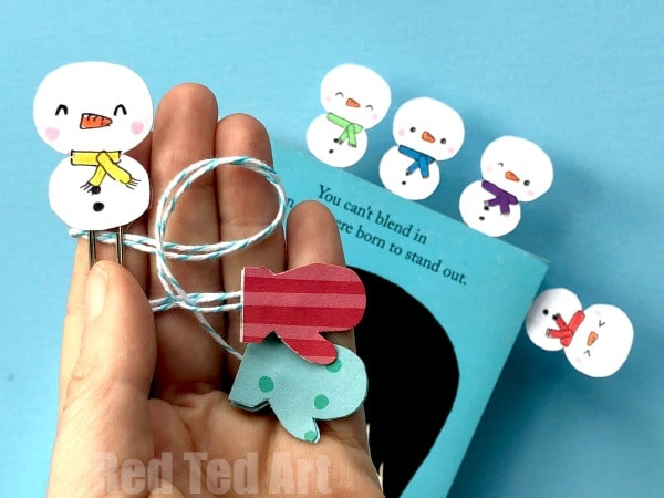 Easy Kawaii Snowman Bookmark Designs. Oh my how cute are these Snowmen and Mitten Bookmarks? Super quick and easy make. Make one, Make ten.. make a rainbow of snowmen for your winter reading! #Snowman #snowmen #bookmarks #paperclip #mittens #papercrafts #kawaii
