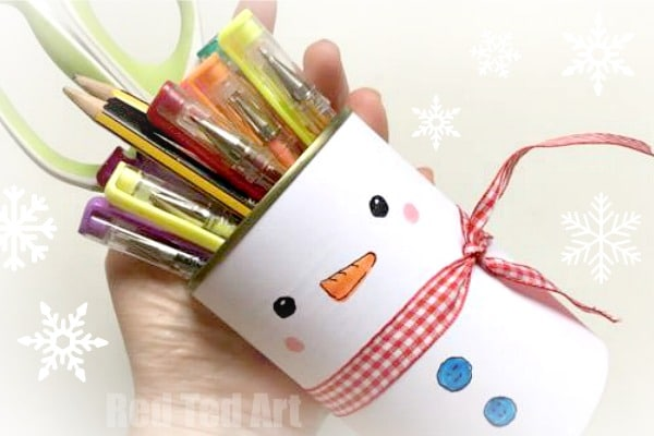Snowman Pencil Pot! A great 5 minute craft to decorate your room. Love this Snowman Desk Tidy. Quick. Easy. Thrifty and fun! #snowman #snowmancraft #diysnowman #recycling #tincan #pencilpots #penpots #desktidy #schoolsupplies