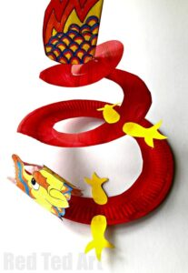 Easy Dragon Bookmark Corner. How to make a Dragon Corner Bookmark quickly and easily. LOVE this Chinese New Year Craft for kids. So cute #dragon #bookmark #cornerbookmark #bookmarkcorner #chinesenewyear #dragoncraft