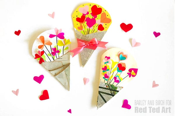 Easy Heart Bouquet Cards for Valentines. Love these Valentines Cards that open up as hearts. They would be great as Mother's Day Cards too. So cute and easy. #valentines #valentinescard #cardmaking #kids #hearts #mothersday