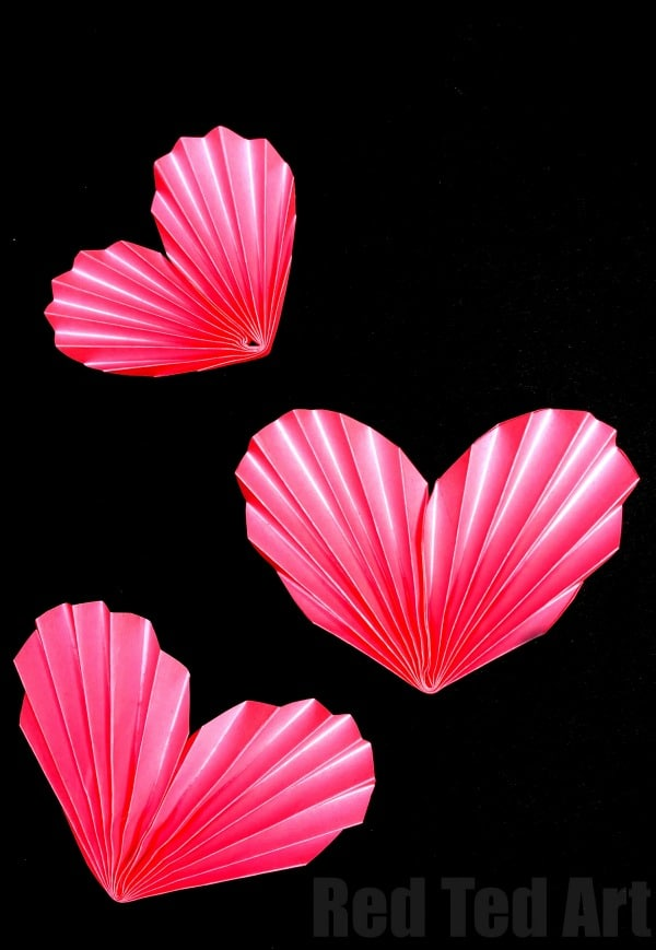 3D Paper Hearts. This is an easy Paper Heart Craft for kids. Learn how to make this accordion heart quickly and easily. Once you make one paper heart.. you won't be able to stop #valentines #hearts #paperhearts #paperheart #3d #papercrafts