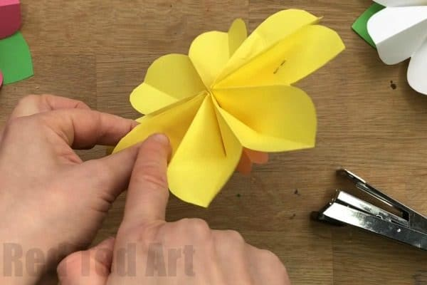 Paper flower 3d yelomdiffusion easy 3d paper flowers for spring red ted arts blog mightylinksfo
