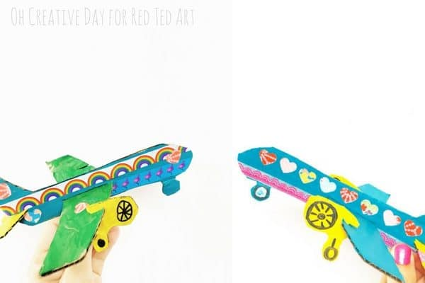 Love is in the Air - DIY Airplane Printables! Does your child love planes? Do you have some cardboard? Well.. make one of these fabulously adorable Love is in the Air Cardboard Airplane Crafts. A super fun and cut way to celebrate Valentines with boys and girls.. or just make a Cardboard Airplane for the sake of it..... #valentines #cardboard #boys #airplane