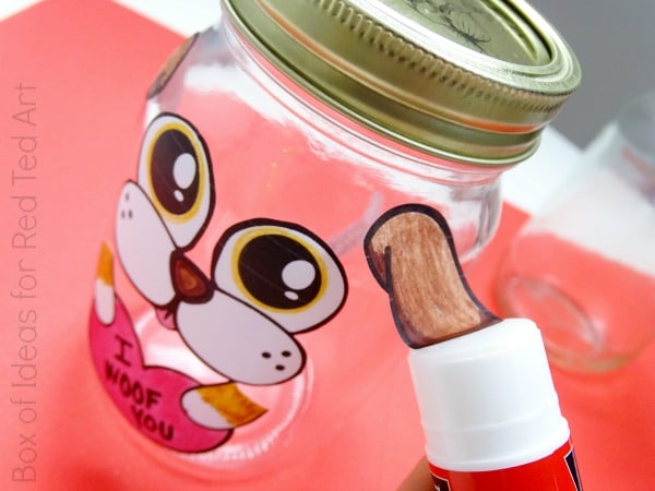 Valentine's Gifts for Pets - get the kids involved in Valentine's Day by making these adorable Treat Jars for Pets. Use the free Valentine's Printable for this cute and easy kids' craft! #valentines #valentinesprintables #printables #pets #kidscrafts