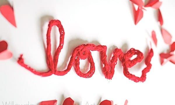Finger Knitting Valentine's Decoration