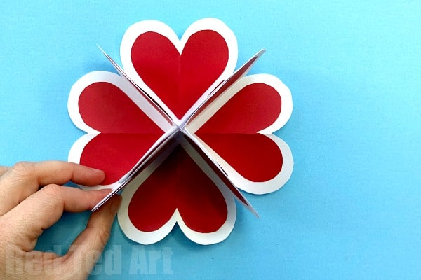 3d Heart Pop Up Valentine Card - Learn how to make these easy POP UP heart cards for Valentine's or Mother's Day. They are a great and easy alternative Explosion Card for Beginners #PopUp #Popupcards #hearts #3d #explosioncards #valentines