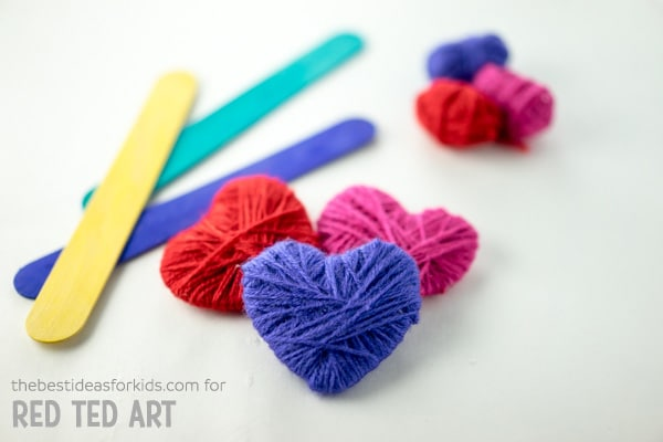 Yarn Wrapped Heart Bookmarks. A great fine motor skills activity for Valentine's Day. Not only are these little Yarn Heart Bookmarks gorgeous, but they make a great practical gift on Valentines or Mother's Day #valentines #valentinesday #mothersday #giftskidscanmake #hearts #bookmarks