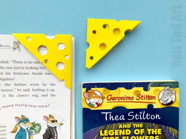 Cheese Corner Bookmark. Need a *Cheesy Bookmark* ? Then you will love this easy Cheese Bookmark Corner. Perfect for Geronimo Stilton and Thea Stilton fans #bookmarks #cheese #cornerbookmarks #geronimostilton #theastilton