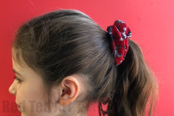 How to make a Scrunchie - how make a scrunchie with a sewing machine or by hand. A great project for kids learning to sew!