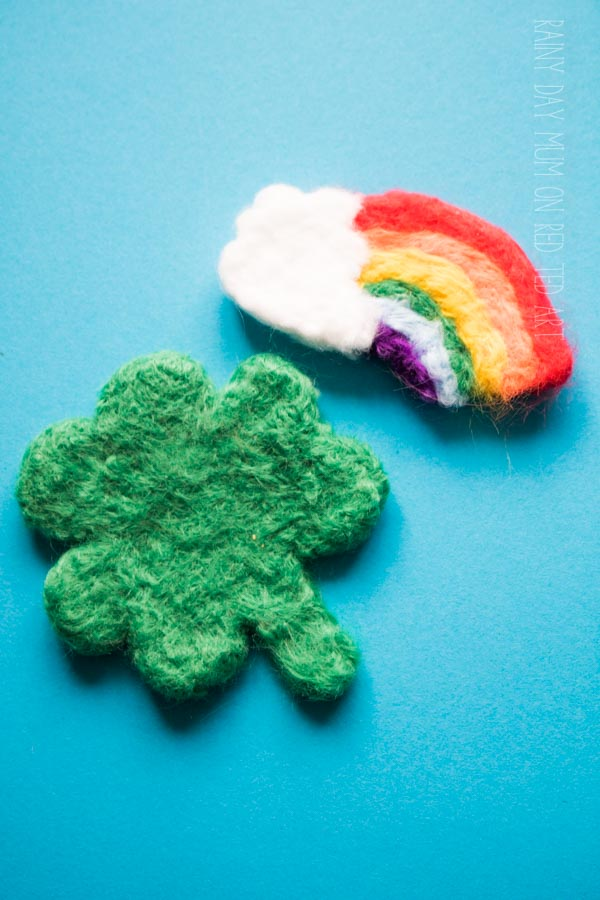 How to needle felt a shamrock for St Patrick's Day. Needle Felting shamrock. Easy shamrock DIY #shamrock #needlefelting #stpatricksday