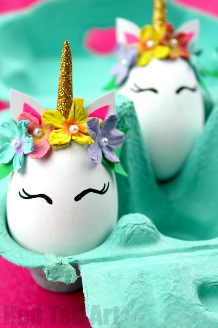 Unicorn Egg Decorating. Super fun and EASY Unicorn DIY Eggs. Gorgeous little Unicorn eggs for Easter. Love these Easter Egg Unicorns #unicorns# easter #eggs