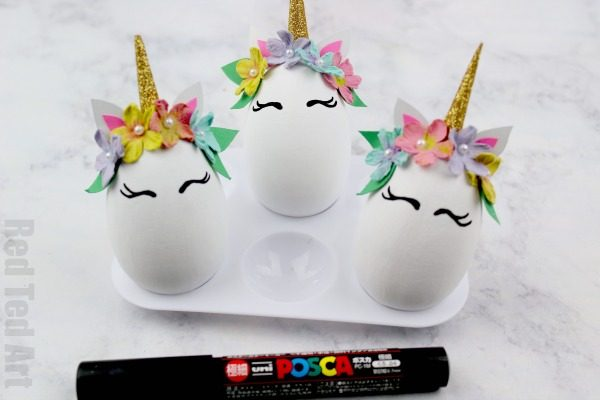 Easy Unicorn DIY Eggs. Fun Unicorn Egg Decorating idea. Make your own Egg Unicorn Decoration for Easter. We love Unicorn Crafts for Kids #easter #unicorns #eggs #eggdecorating